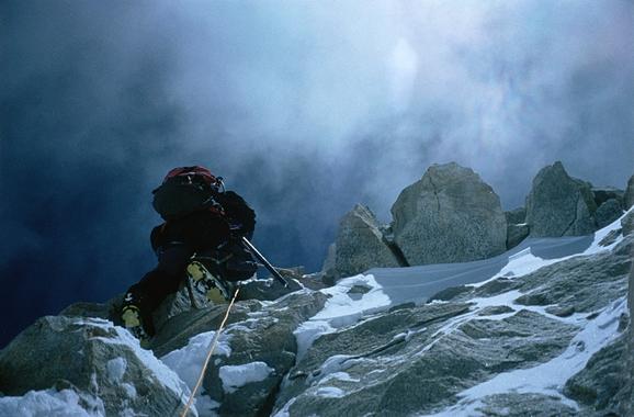 Superando el Canalón Francés a 8.300 metros de altitud